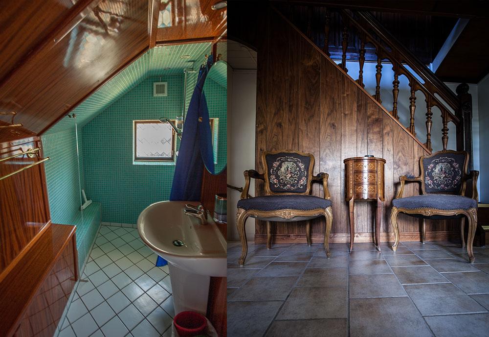 Toalett till vänster, hall emd två gamla stolar och trappa till höger