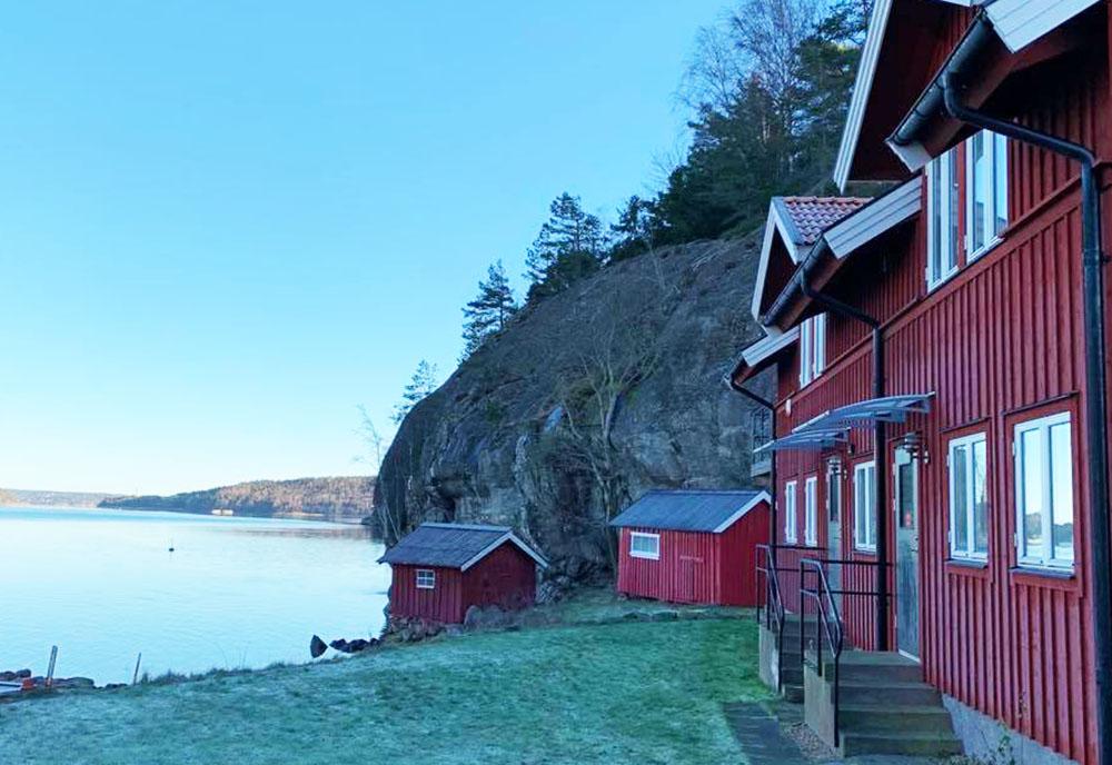 Rött hus vid havet